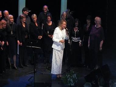 Lokale og internasjonale musikere i samspel: Arja Saijonmaa og Tordenskjold Songlag