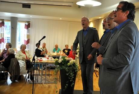 Arrangement saman med Eldre hjelper eldre; her med Herreselskapet